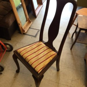 4XDINING CHAIRS 2XCARVERS
